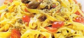 Fettuccine al pesto di olive basilico capperi ed acciughe