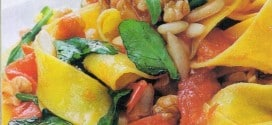 Pappardelle con pinoli noci rucola e basilico