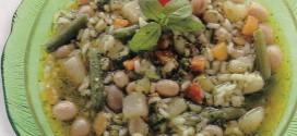 Minestra di verdura con riso e pesto rosso