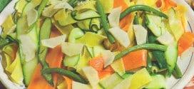 Insalata di pappardelle con verdure e zenzero
