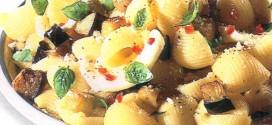 Pasta piccante con melanzane e ricotta forte
