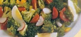 Insalata mista con verdure e uova sode