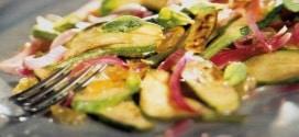 Zucchine grigliate con pinoli e menta in agrodolce